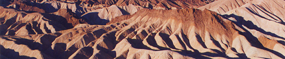 Sunrise over Zabriskie Point / Death Valley, Californie, USA, juin 1995