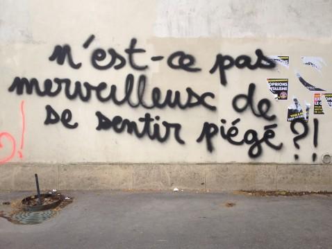Un graffiti sur un mur du boulevard du Montparnasse